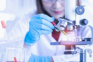 Pursue postgraduate course in medicine in United Kingdom